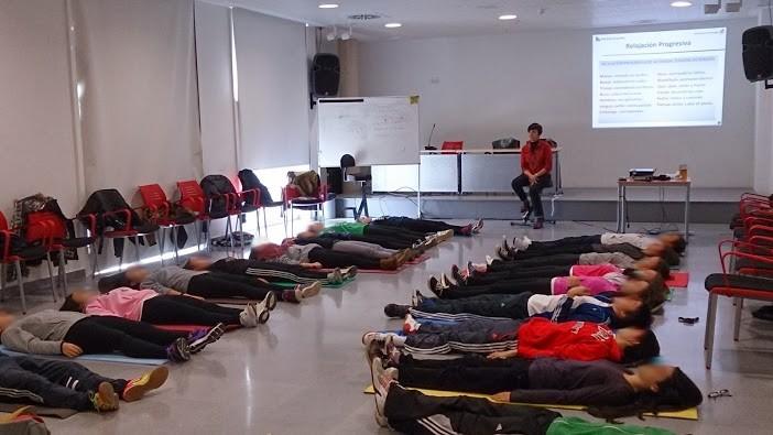 taller-desestresados-aprender-a-relajarse-jovenes